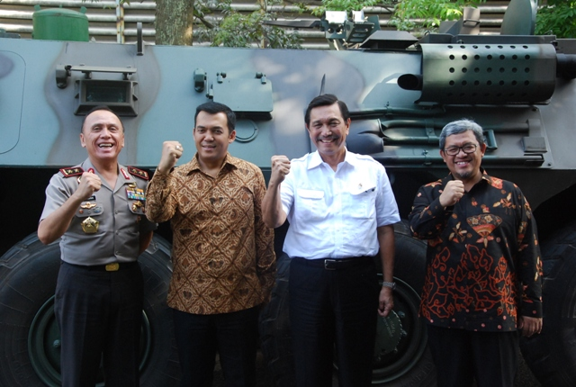 http://www.pindad.com/uploads/images/article/full/ksk21.JPG